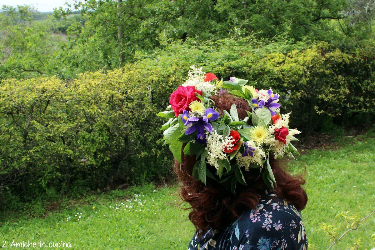 Corona floreale per festeggiare il solstizio d'estate, tradizione lettone
