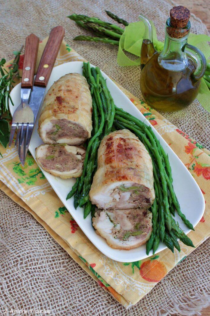 Cosce di pollo disossate farcite con carne e asparagi