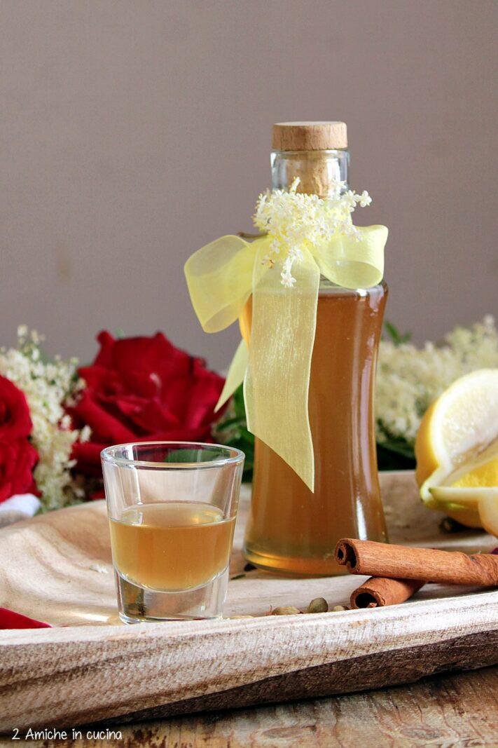 Liquore ai fiori e spezie