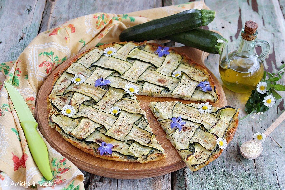 Spicchio di farinata di ceci alle zucchine con pratoline e fiori di borragine