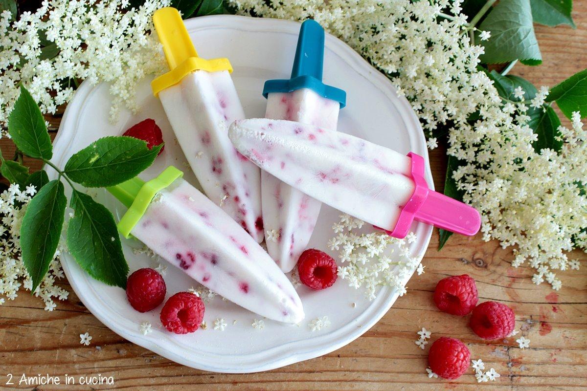 gelato su stecco allo yogurt e lamponi, senza gelatiera